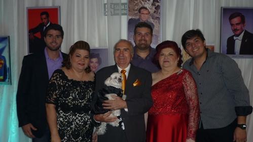 Raul e Laura Loureiro, com a filha Soyan Loureiro, os netos Arthur, Patrick e Lucas, e o cão Billy