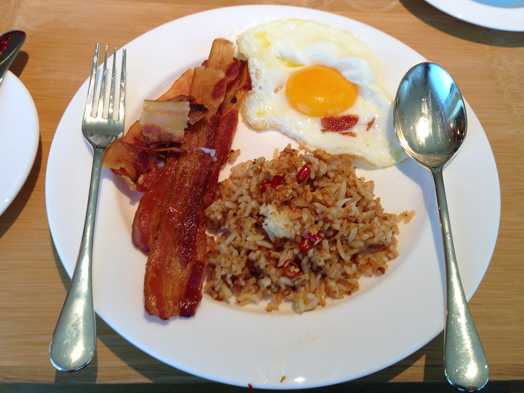 Fried rice with eggs and bacon