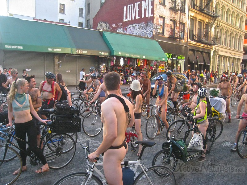 naturist 0013 World Naked Bike Ride 2013, New York, USA
