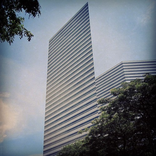 The Gateway Complex in #singapore offers a great optical illusion by @MySoDotCom