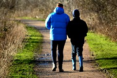 20140202_16_Coombe Country Park - Strolling on the lakeside path