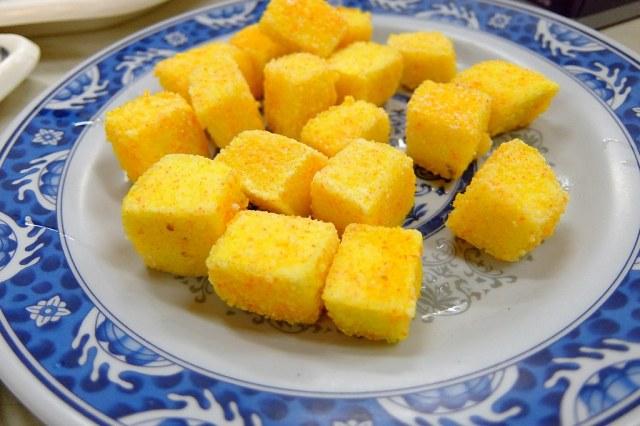 炸豆腐,這上面的裹粉不知道是什麼...