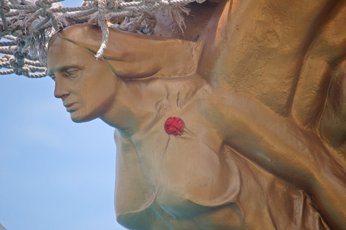 Gloria figurehead