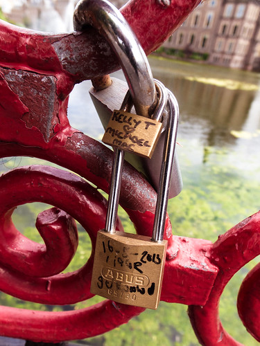 Love padlocks at the Hofvijver. by Pascal Maramis