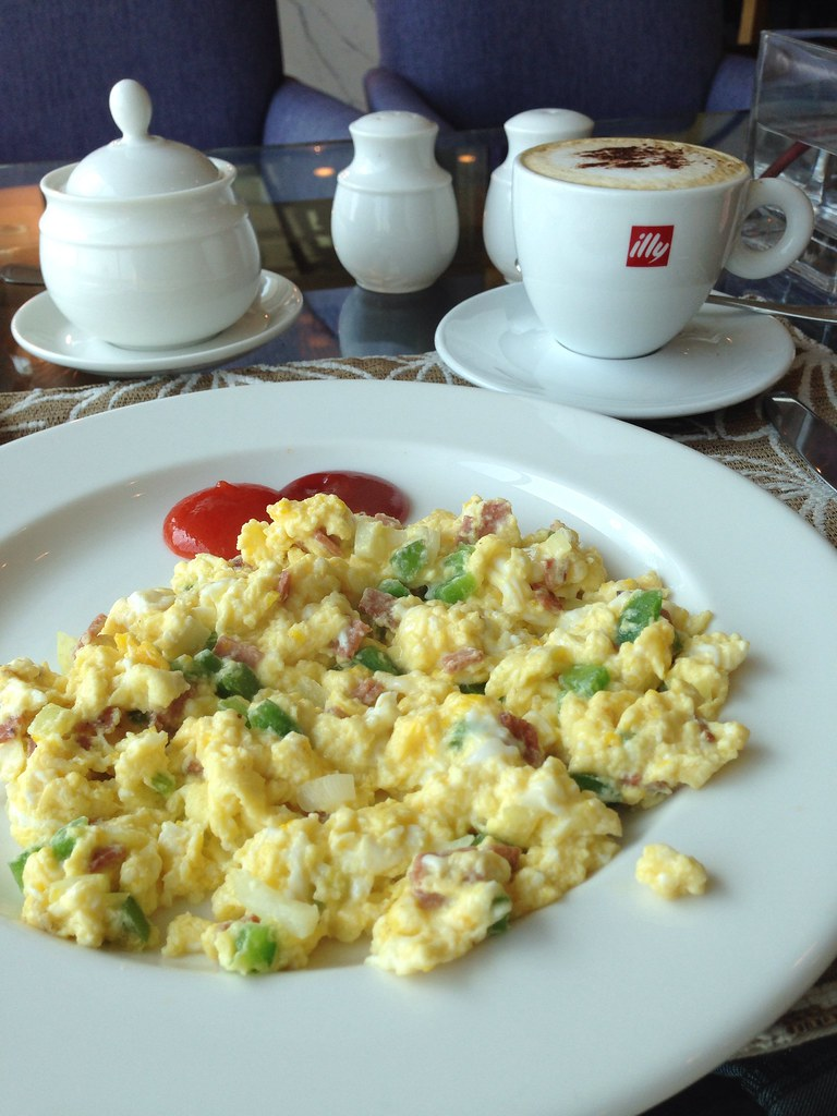 Scrambled Eggs with Ham and Peppers