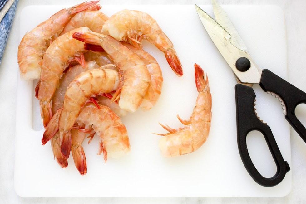 Deveining shrimp