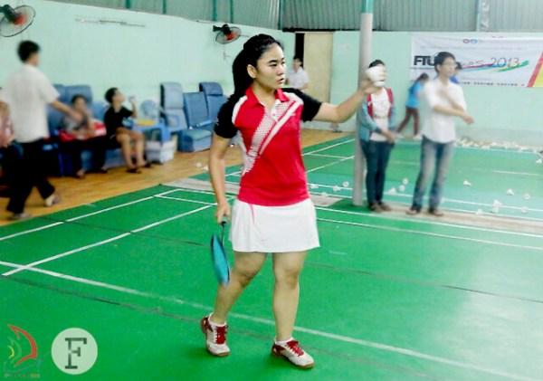 Dù giữ vững phong độ, Vân Anh vẫn gặp bất lợi trong set đấu đầu