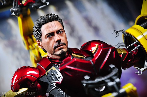 Hot Toys Iron Man 2 - Suit-Up Gantry with Mk IV Review MMS160 Unboxing - day3 (30)