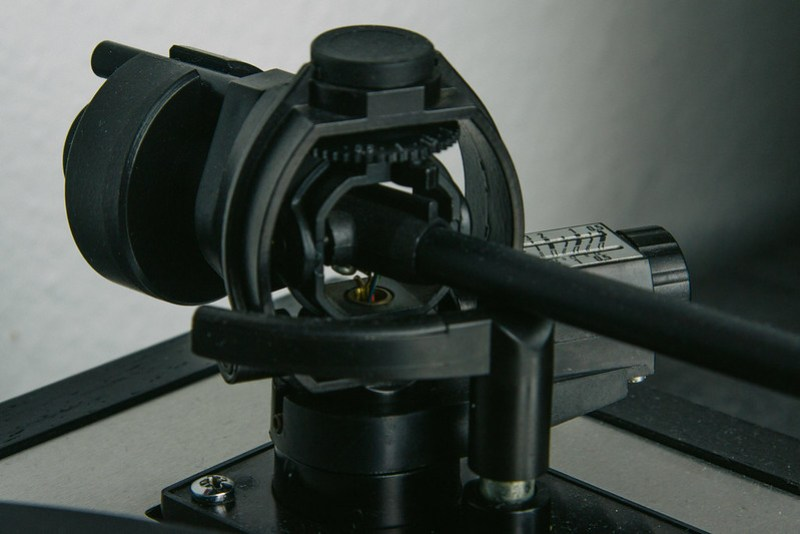Thorens TD166 - Close-up TP16 mkIV arm gimbal