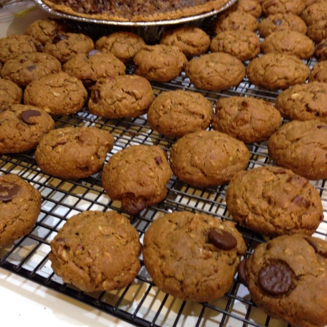 Thanksgiving Goodies Part 2:WW2 Oatmeal Molasses Cookies (with chocolate chips #NotRaisins)) #food #baking