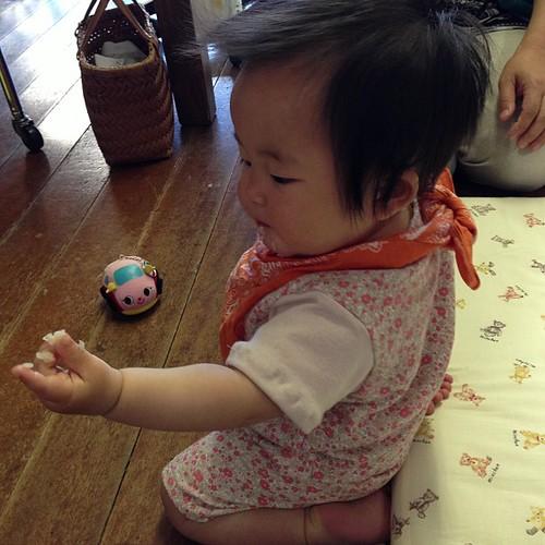 かわゆい(*^^*)出来たてのお洋服着て、お赤飯食べてます(^^;;