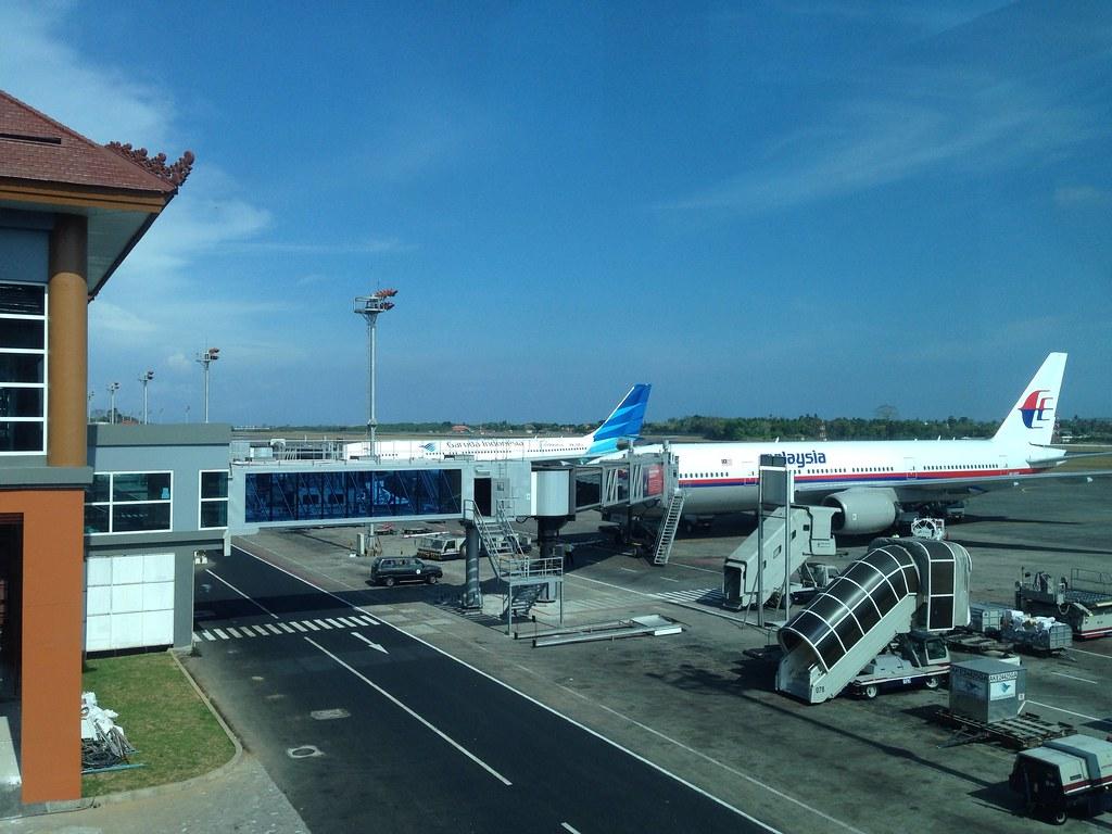 Malaysia 777 and Garuda Indonesia A330 at Denpasar