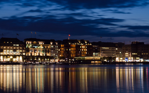 Jungfernsteg at night
