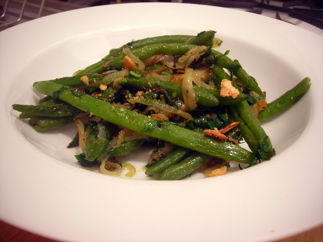 "Fagiulini spilusieddi (literally, ""imaginative green beans"", or green beans, with onion and mint)"