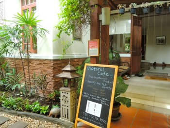 Entrance to Coran Natural Cafe