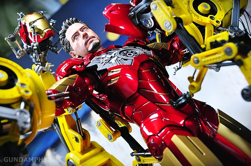 Hot Toys Iron Man 2 - Suit-Up Gantry with Mk IV Review MMS160 Unboxing - day3 (48)