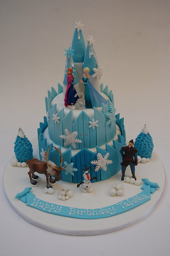 frozen birthday cake deluxe frozen castle cake beautiful birthday cakes 4381