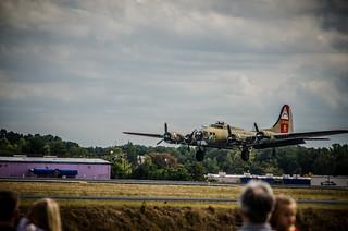 B17 Landing