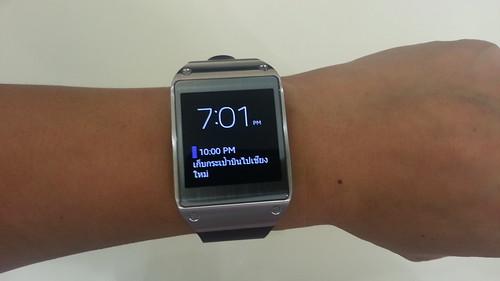 ลองสวม Samsung Galaxy Gear บนข้อมือดู