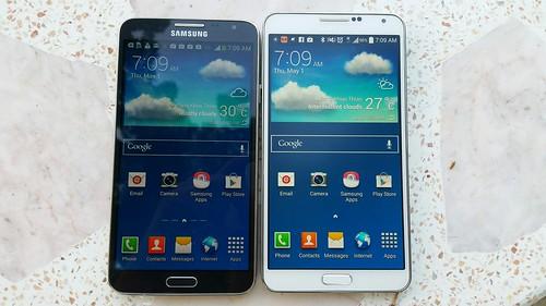ด้านหน้าของ Galaxy Note 3 Neo (ซ้าย) กับ Galaxy Note 3 (ขวา)