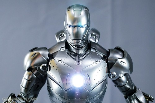 Hot Toys Iron Man 2 - Mk II Armor Unleashed Ver. Review MMS150 Unboxing (81)