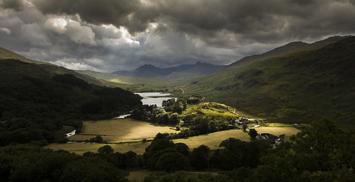 In the lap of the gods - Dyffryn Mymbyr from the Capel Curig Pinnacles