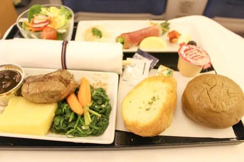 ハワイから羽田へのビジネスクラスでの食事