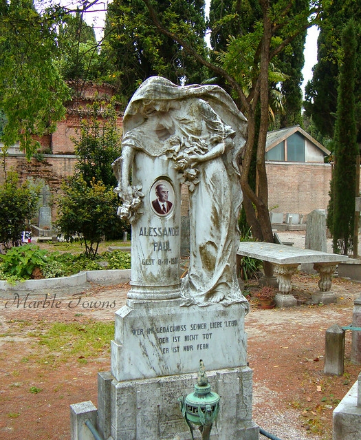 San Michele Cemetery angel 1.jpg