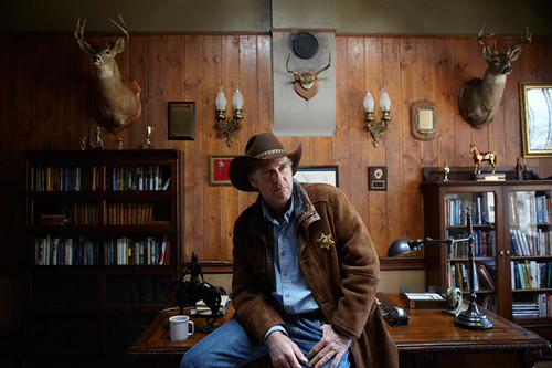 06-sheriff-walt-longmire-in-his-office