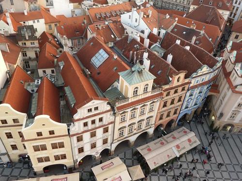 Vistas de los tejados desde lo alto de la torre del reloj astronómico de Praga