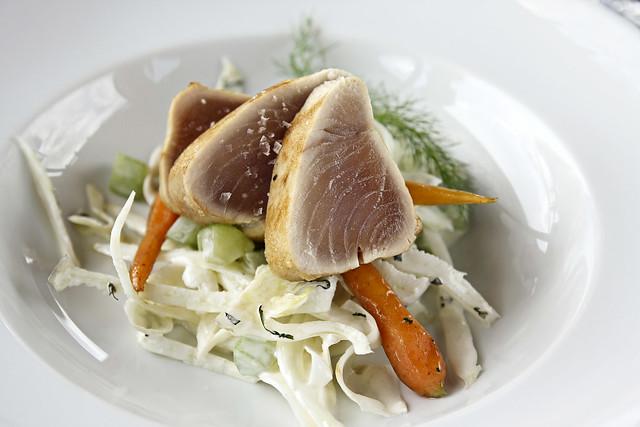 seared tuna over fenel slaw