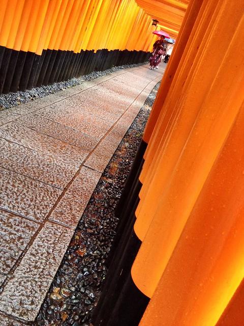 Gates and a girl in Kimono @ Fushimi Inari Taisha