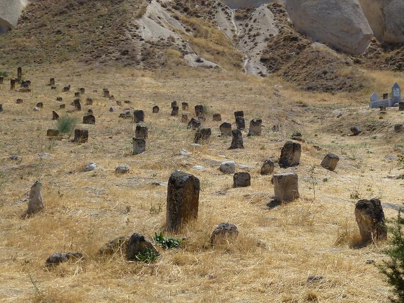 Turquie - jour 21 - Vallées de Cappadoce  - 016 - Çavuşin, le cimetière