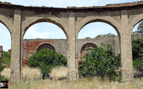 Estación de ferrocarril abandonada en la pedanía de Minas del Castillo