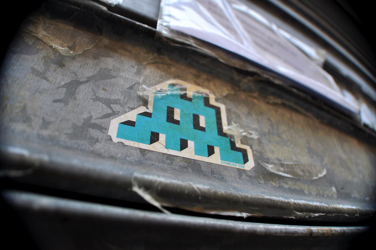 Space Invader mini sticker