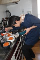 台所に立つ潤治