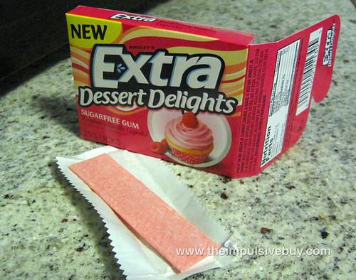 Extra Dessert Delights Raspberry Vanilla Cupcake Gum 2