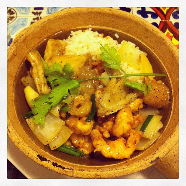 stewed fish maw with rice in claypot