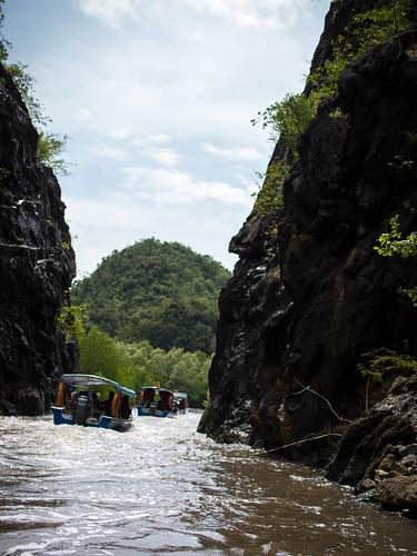 穿越峡谷,可惜是慢行,不够刺激
