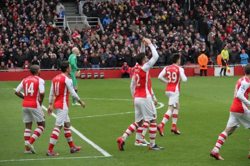 Giroud celebrates his goal 5