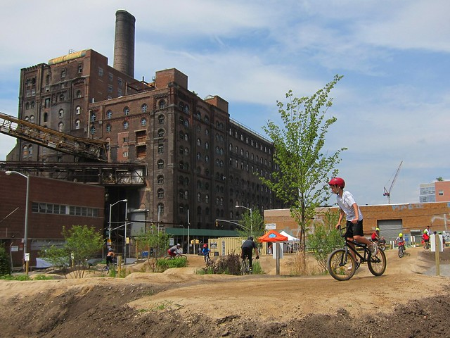 Brooklyn Bike Park, Domino Sugar Factory lot