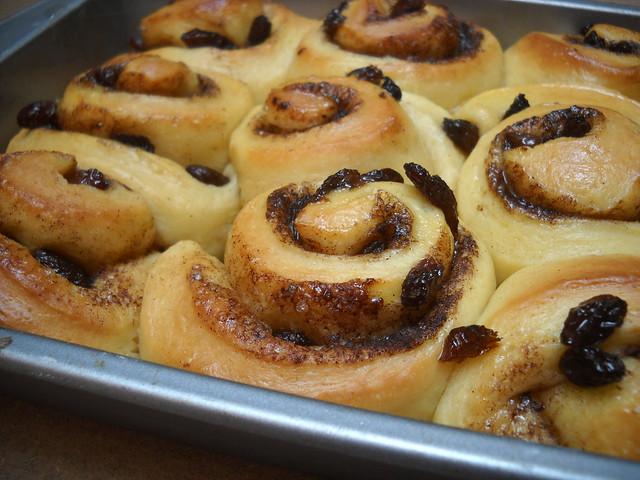 cinnamon raisin rolls