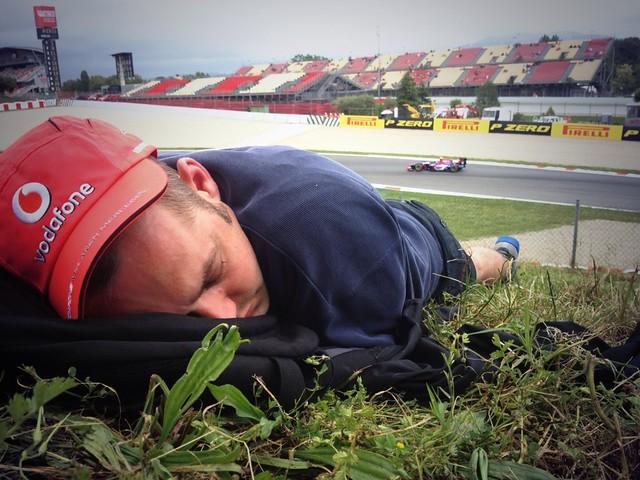 Guy sleeps through GP2