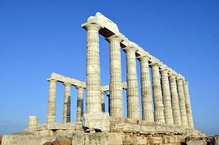Vista del Templo de Poseidón desde el borde del acantilado Cabo Sounion Cabo Sounion y el Templo de Poseidón 12173594335 1e10ba2161 n
