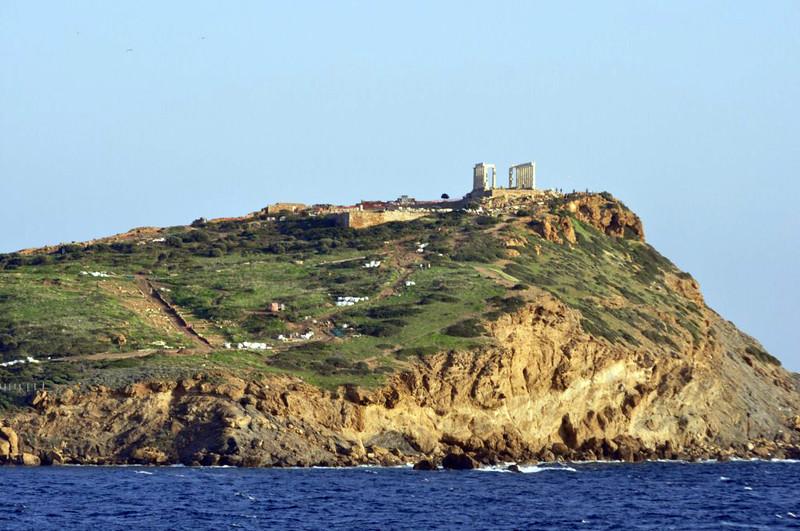 Vista del Templo de Poseidón y el cabo Sounion desde la playa. Cabo Sounion Cabo Sounion y el Templo de Poseidón 12174011644 afacba1448 c