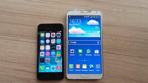 วางเทียบกันเลย iPhone 5s กับ Galaxy Note 3