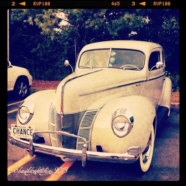 Sep 18 - vintage {wonderful old car parked beside us} #fmsphotoaday #vintage #car #classic #titlefx