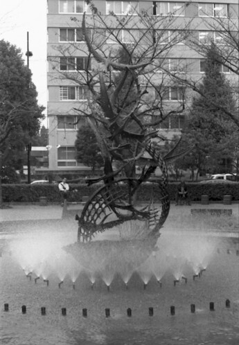 sculpture and fountain