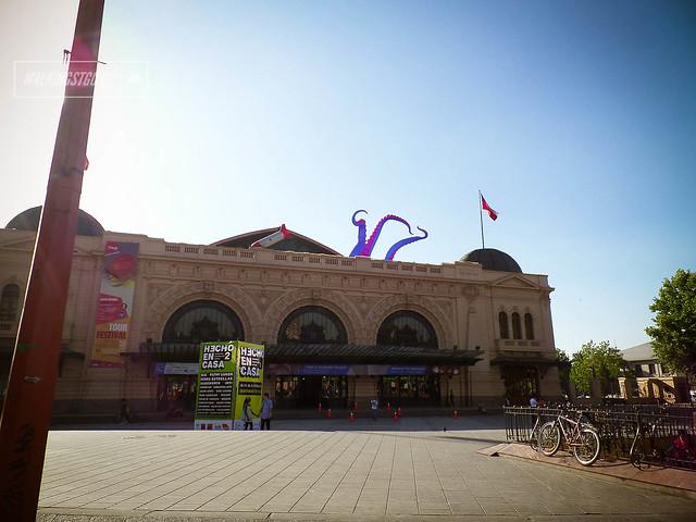 @filthylukerart un pulpo se apodera de la #EstaciónMapocho y se estrella un cohete en #Santiago en el Festival #HechoEnCasa2