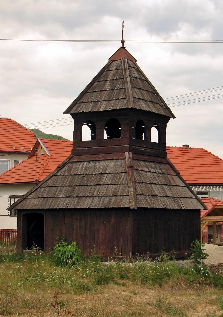 Drevená zvonica v Dolných Príbelciach
